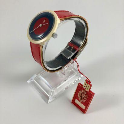 LIP Michel Boyer Vers 1976. Réf: 305XXX. Montre bracelet en plastique, boitier rond,...