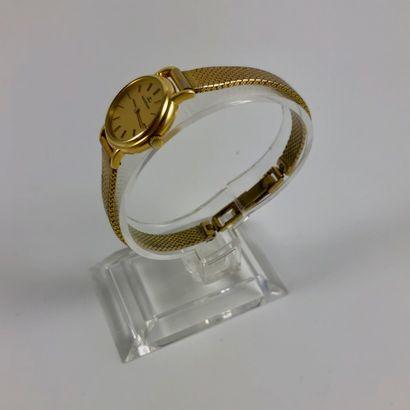 MONTRE JEAGER LECOULTRE  Montre en or jaune 750/1000, bracelet plaqué or. Fond doré,...