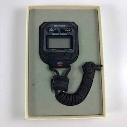 CHRONOMETRE AUDI. Chronomètre multifonctions neuf sous plastique, dans sa boîte....