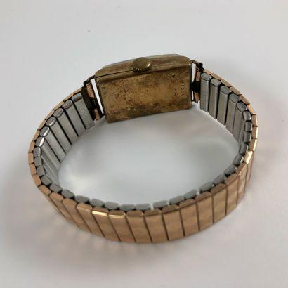 LIP T18 Réf : 219847. Montre bracelet rectangulaire en Or/Argent. Cadran guilt en...