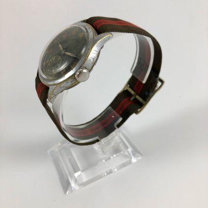 TEVO Precision Vers 1950. Montre bracelet en acier, boitier rond, cadran guilt signé...
