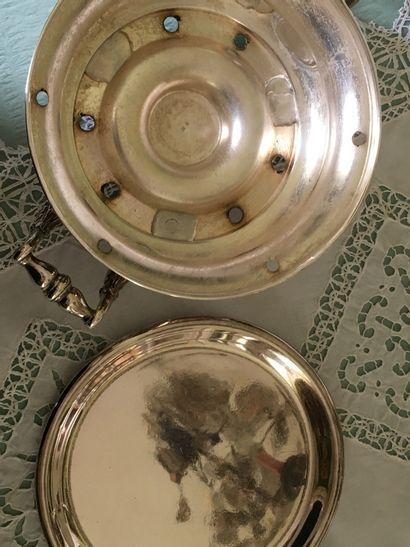 DEUX CHAUFFE-PLATS en métal argenté. D : 27 cm