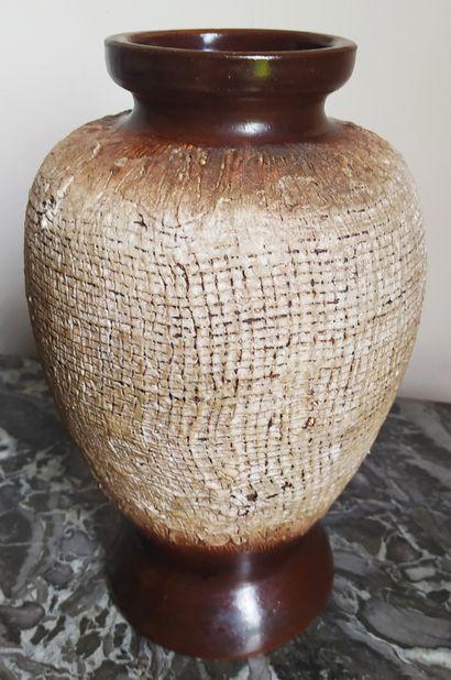 LOUIS DAGE (1885-1963) Vase pansu sur pied...