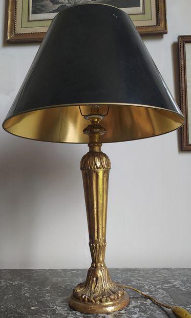 PIEDS DE LAMPE en bois doré fuselé et cannelé,...