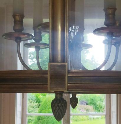 GRANDE LANTERNE cylindrique en bronze doré avec un bouquet de six lumières, les...
