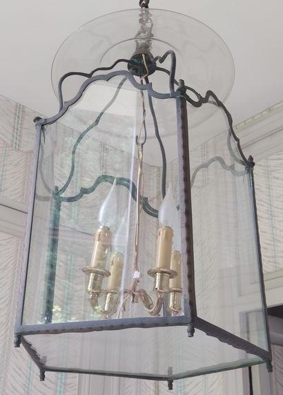 LANTERNE en cuivre à cage de verre avec son bouquet (rapporté) à quatre lumières....