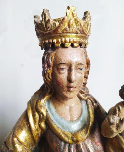 GROUPE en bois doré et polychromé représentant la Vierge à l'Enfant. XVIIIème siècle....