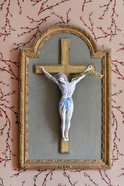 CHRIST EN CROIX en faïence de Nevers blanc...