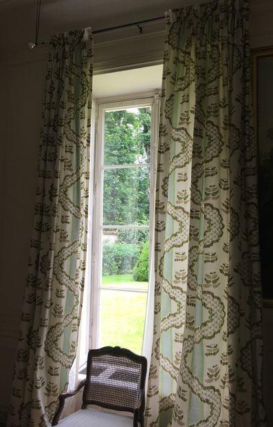 THORP OF LONDON Deux paires de rideaux en...
