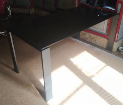 FERRUCCIO LAVIANI (XXe) KARTELL Editeur Modèle « Four » Table, piètement acier et...