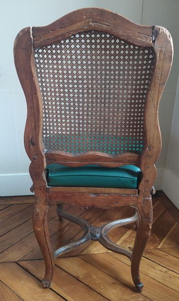 SET OF FOUR WOODEN CHAIRS, moulded and carved with flowers. Backrest. Arched legs...