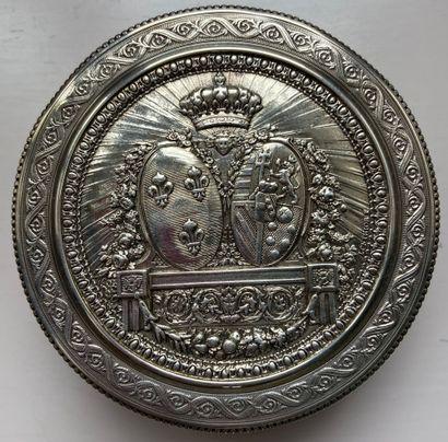 BONBONNIERE de forme circulaire en argent...