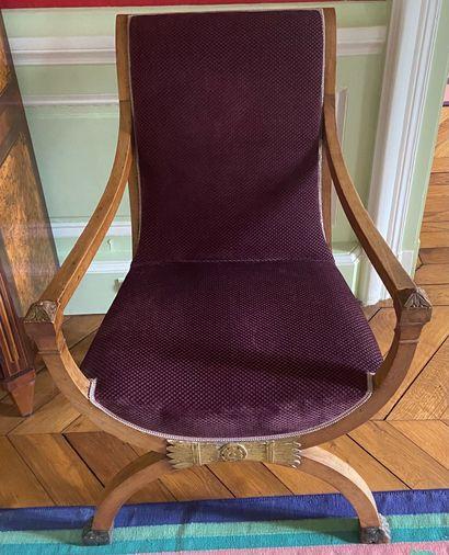 MOBILIER DE SALON comprenant un petit canapé, une suite de cinq fauteuils et une...