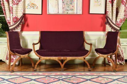 MOBILIER DE SALON comprenant un petit canapé,...