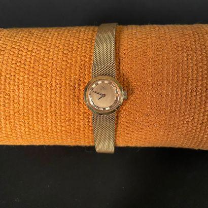 OMEGA Vers 1950. Montre bracelet pour dame...
