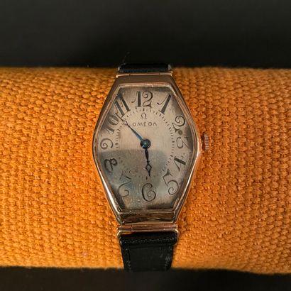 OMEGA PETROGRAD VERS 1926. Rare montre bracelet...