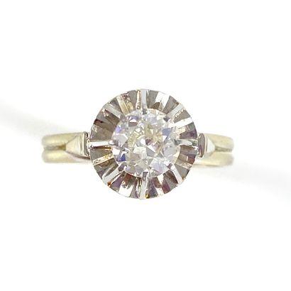 BAGUE SOLITAIRE orné d'un diamant taille...