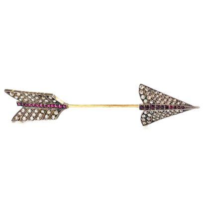 IMPORTANTE BROCHE présentant une flèche,...