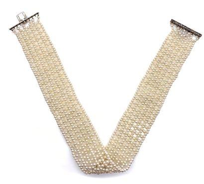 COLLIER DE CHIEN orné de six rangs de perles...