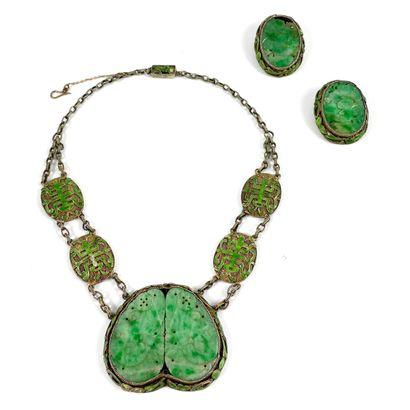 ENSEMBLE comprenant un collier et une paire...
