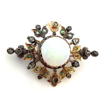 BROCHE ornée d'une opale dans un entourage...