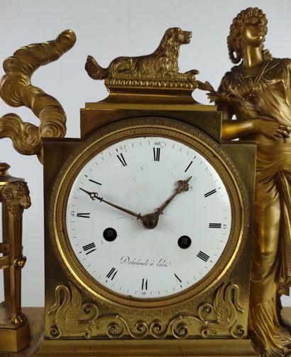 PENDULE en bronze doré et ciselé à décor d'une vestale et son chien accoudée à une...