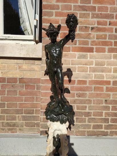 D'après Benvenuto CELLINI (1500-1557) Persée tenant la tête de Méduse Groupe en...