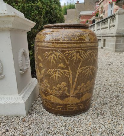 ASIE DU SUD-EST Paire de jarres en grès vernissé en camaïeu de brun à décor de rinceaux,...