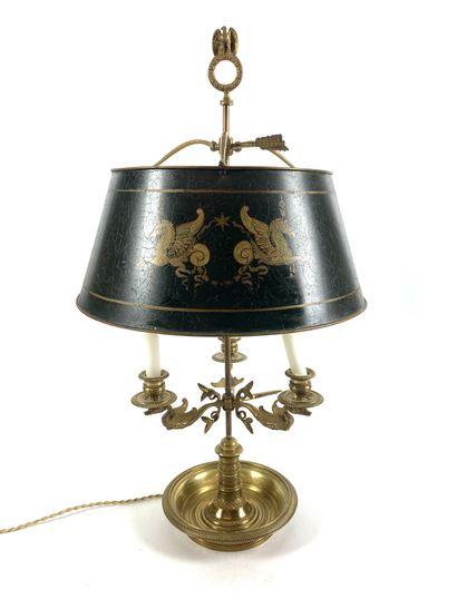 LAMPE BOUILLOTE en laiton doré à trois bras...