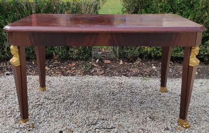 TABLE BASSE en acajou de forme rectangulaire...