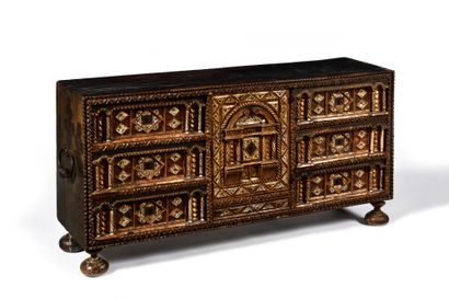 CABINET dit BARGUENO en bois peint et doré,...