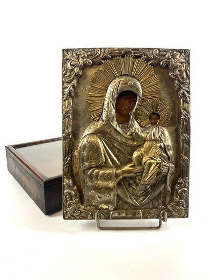 ICONE en métal doré représentant la Vierge à l'Enfant. Coffret sous verre. XIXe...
