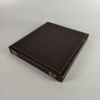 GALLIA POUR CHRISTOFLE Vers 1930 Suite de douze PORTE-COUTEAUX animaliers en métal...