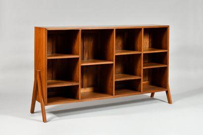 PIERRE JEANNERET (1896-1967) Bibliothèque à quatre rangs de casiers en placage de...