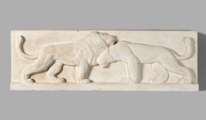 GEORGES SAUPIQUE (1889-1961) Couple de lions, 1933 Plâtre en bas-relief Signé, daté...