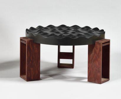TABLE BASSE à plateau circulaire en contreplaqué...