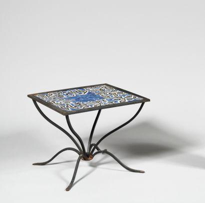 JEAN LURCAT (1892-1966) Table basse à plateau...