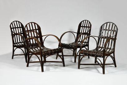 TRAVAIL DES ANNEES 1950 Suite de quatre fauteuils...