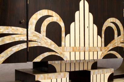 TRAVAIL DE STYLE ART DECO Grande enfilade ouvrant par quatre portes, placage d'ébène...