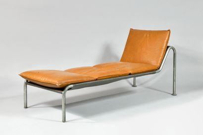 TRAVAIL DES ANNEES 1960 Chaise longue en...
