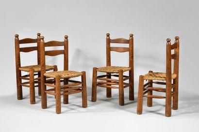 CHARLES DUDOUYT (1885-1946) Suite de quatre chaises en chêne mouluré, assises en...