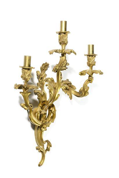 IMPORTANTE APPLIQUE en bronze doré à trois...