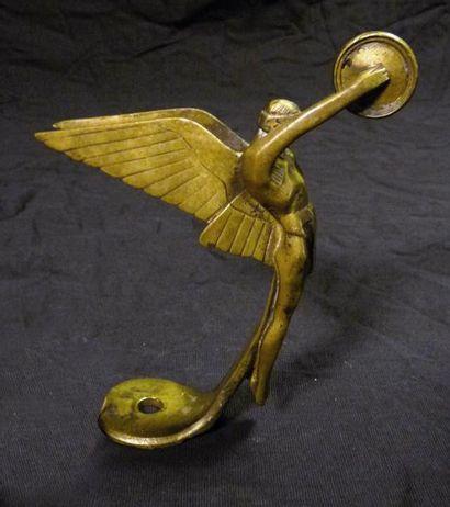 «Triomphe» signé Bazin France Bronze argenté,...