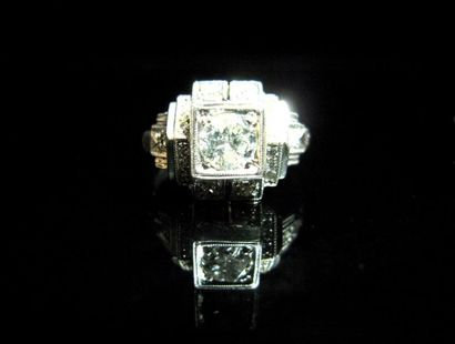 BAGUE en or gris ornée d'un diamant (env.0,50...