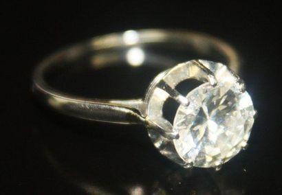 BAGUE solitaire en platine serti d'un diamant...