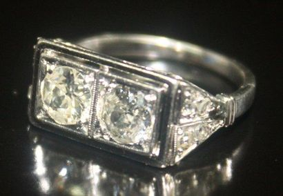 BAGUE en or gris ornée de deux diamants de...
