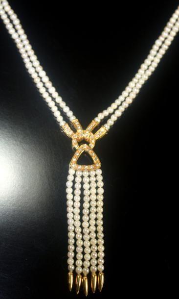 COLLIER DRAPERIE orné de perles, à motifs...