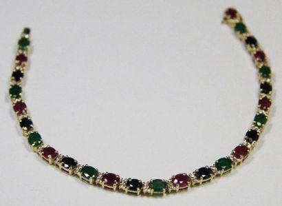 """BRACELET """"ligne"""" en or jaune pavé de diamants, serti en alternance d'émeraudes,..."""
