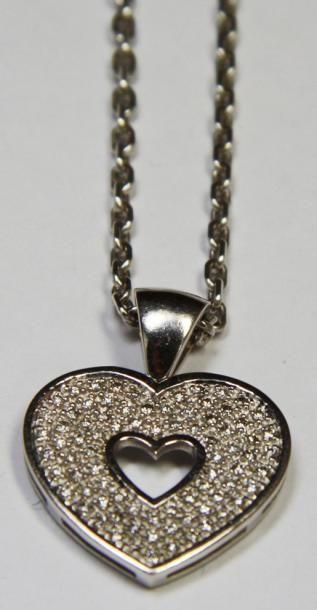 PENDENTIF en or gris stylisant un coeur pavé...