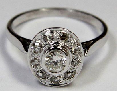BAGUE en or gris ornée d'un diamant serti...